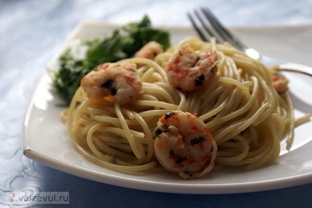 спагетти с креветками спагетти соус с креветками соус для спагетти рецепт с фотографиями рецепт паста с креветками острые блюда национальная кухня креветки итальянская кухня  — 061. Паста с креветками в соусе (итальянский рецепт)