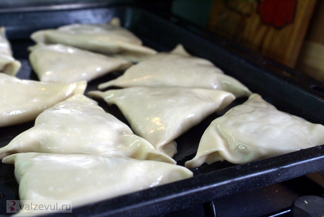 узбекская кухня тесто слоеная самса рецепт пирожок с мясом в духовке  — 127. Самса (узбекский рецепт)