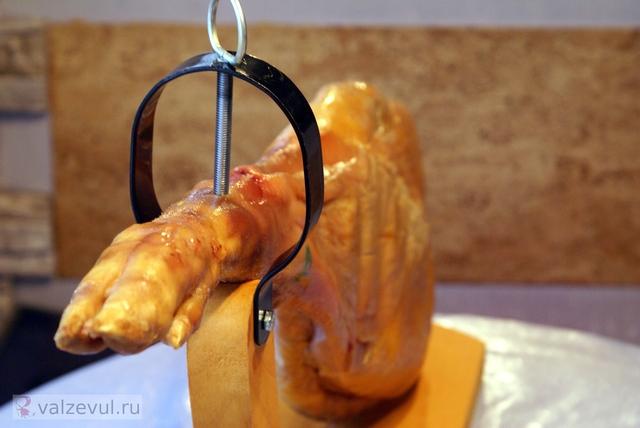 хамонера хамон с дыней хамон тапас рецепт путешествие национальная кухня испанская кухня испания закуски бутерброды бутерброд с хамоном барселона  — 138. О хамоне и хамонерах (Испания #1)