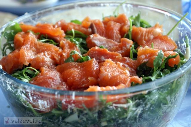 Рецепт салата из шампиньонов с ананасами