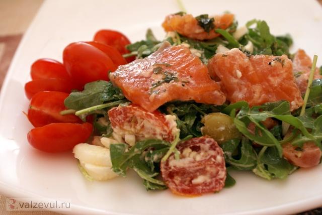 семга салат рецепт салата рецепт летние рецепты летние блюда  — 143. Салат с семгой и рукколой (рецепт)