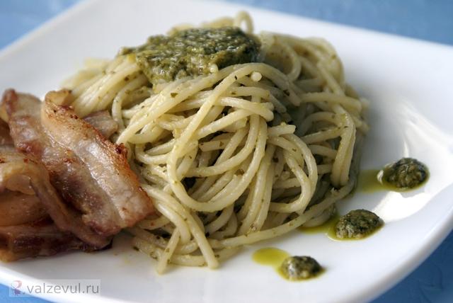 спагетти с соусом песто спагетти с соусом спагетти с беконом спагетти соус песто рецепт паста с беконом паста национальная кухня итальянская кухня  — 151. Спагетти с соусом песто (итальянский рецепт)