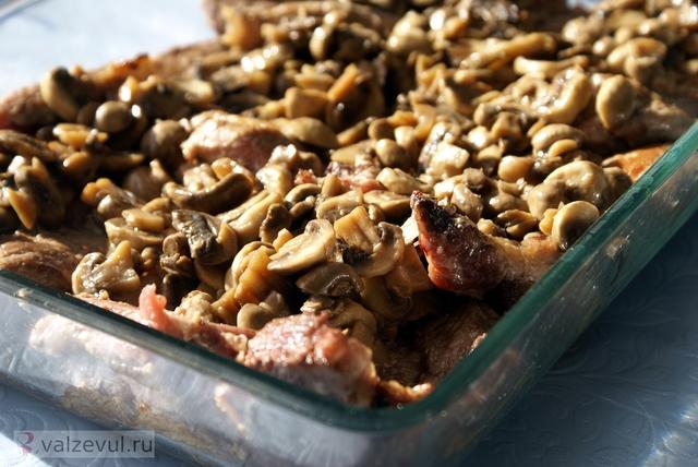 шампиньоны свиные отбивные свинина рецепт  — 159. Свинина с грибами и сыром (рецепт)